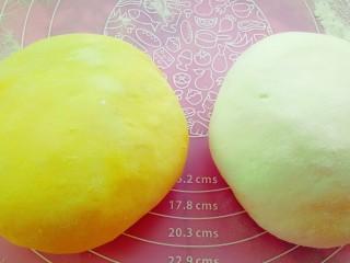 果蔬造型馒头,醒好的面团取出排气