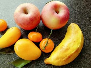 果蔬造型馒头,😍(二次醒发时间有些长了,香蕉变成了大胖子😂)二次醒发的时候一定要看住哟,不要发的太大。