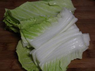 快手腌笃鲜,切成大片就可以了。