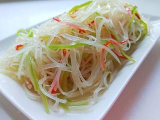 凉拌土豆丝,装盘即可食用。