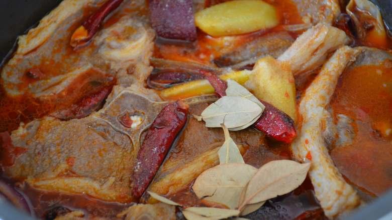 香辣羊蝎子,选煮肉档,炖煮25分钟。