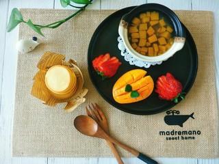淡奶油玉米饼,南瓜绿豆汤,芒果草莓,再加上玉米饼,美美的早餐搞定。😍