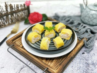 #辅食计划#蒸出来的虾肉鸡蛋卷,出锅晾凉切块。适合两岁半以上对海鲜和蛋不过敏的宝宝食用。