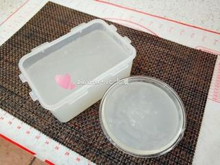豌豆凉粉,倒入模具里冷却、