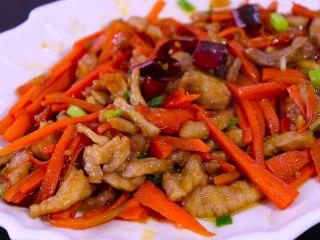 胡萝卜炒肉,开始享用吧
