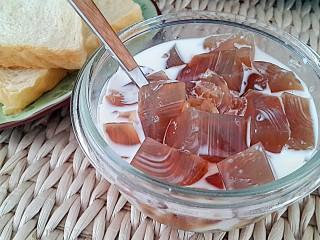 养颜圣品胶原满满的花胶冻,还可以浇上牛奶或椰汁、