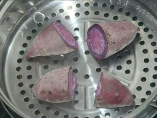 椰蓉紫薯草莓球,切开蒸的更快些