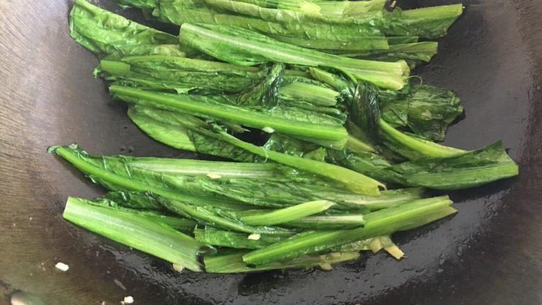 蚝油油麦菜,翻炒出锅盛盘