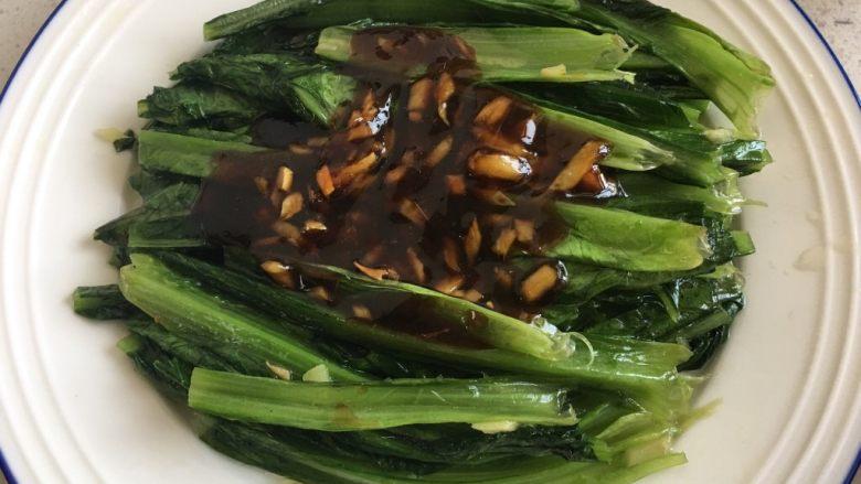 蚝油油麦菜,倒在菜上