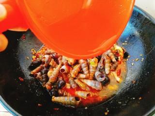 清明的应景佐酒小菜--香辣钉螺,适量的水。