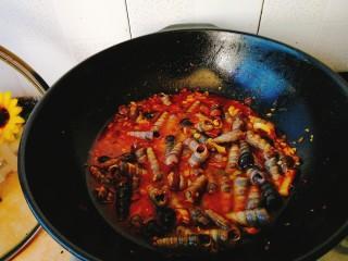 清明的应景佐酒小菜--香辣钉螺,没过釘螺即可