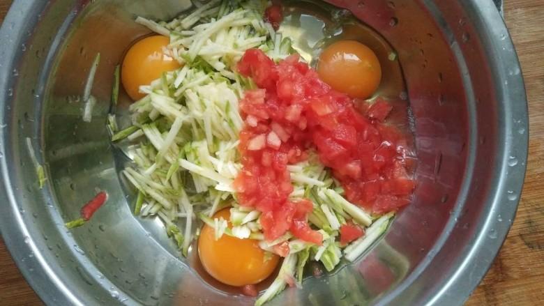 西葫芦早餐鸡蛋饼,加入番茄碎