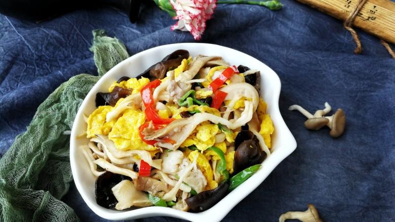 菌类料理+木耳平菇炒鸡蛋,装盘开吃,鲜美无比