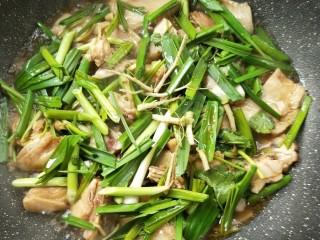 花雕酒焗藤椒手撕鸡,撒香菜根。