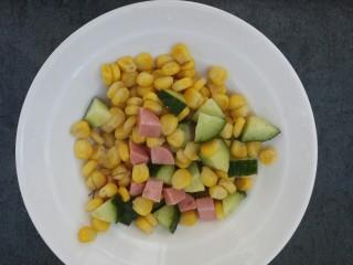 彩色玉米粒,把三种食材放在一起