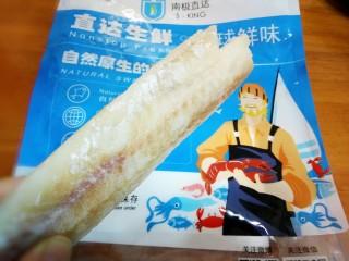 #宝宝辅食#鳕鱼胡萝卜香菇粥,1.鳕鱼拿出解冻