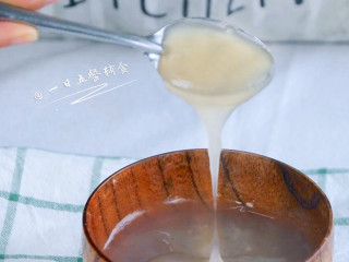 雪梨藕粉羹,马上呈现浓稠的透明状。