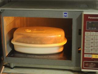 葱香鲈鱼,放入微波炉,大火蒸15分钟