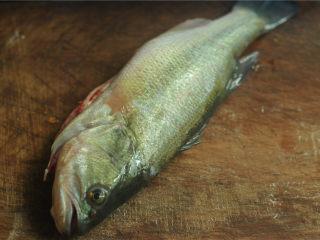 葱香鲈鱼,鲈鱼请店家处理好
