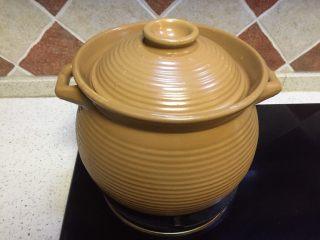#菌类料理#山珍黑熊掌菌肚子土鸡汤,砂锅小火加盖注意不要溢锅,炖上一小时候