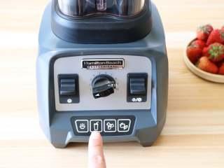 草莓苹果醋饮,接通电源,选择冰沙功能;