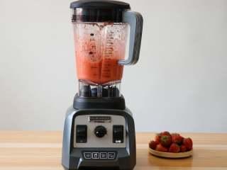 草莓苹果醋饮,破壁机开始工作;