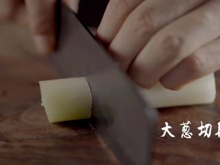 1分钟学会夜宵届扛把子『卤味麻辣小龙虾』,葱切段