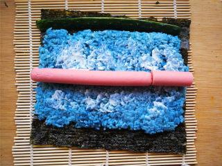 花朵寿司【蓝色系】,可以涂点沙拉酱、番茄酱等,喜欢吃寿司醋的提前加入米饭拌匀。