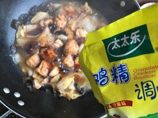 娃娃菜黑木耳油豆腐烧肉,加一点点鸡精