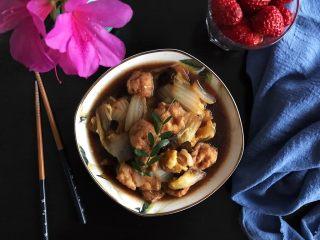 娃娃菜黑木耳油豆腐烧肉,非常好吃,我连汤都喝光了(❀ฺ´∀`❀ฺ)ノ