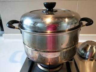 花样四喜蒸饺,开火蒸15分钟即可。