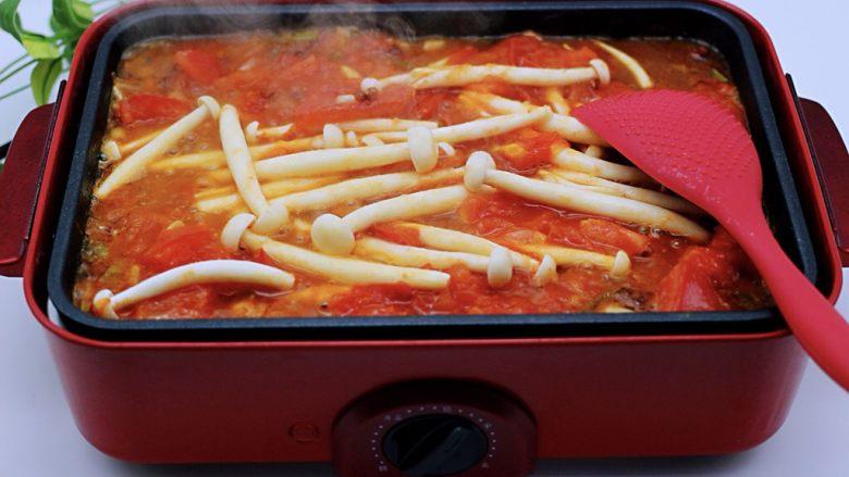 家常小炒白玉菇番茄青口肉,小火再慢慢煸炒一会