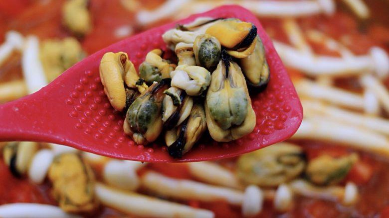 家常小炒白玉菇番茄青口肉,加入青口肉