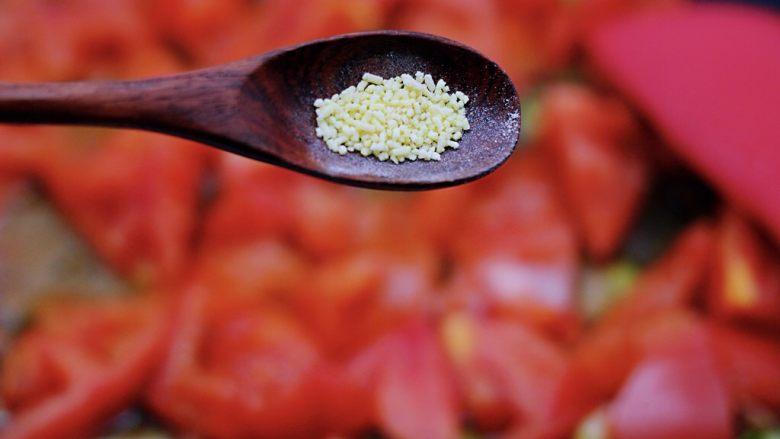 家常小炒白玉菇番茄青口肉,加入鸡精