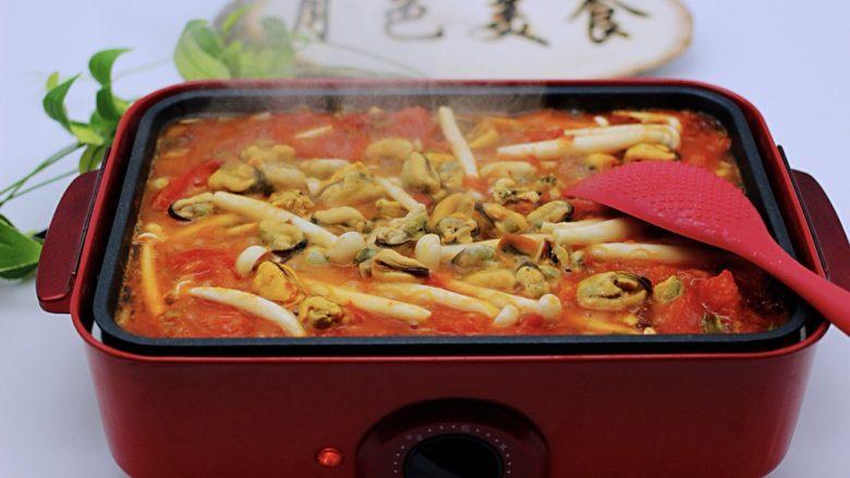 家常小炒白玉菇番茄青口肉,待汤汁慢慢浓稠时