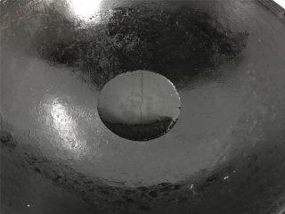 油焖笋  ,锅中倒入适量油。