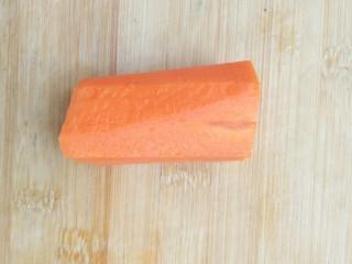 亲手为你做汤羹――营养美味的排骨玉米汤,取出洗净的<a style='color:red;display:inline-block;' href='/shicai/ 24/'>萝卜</a>。