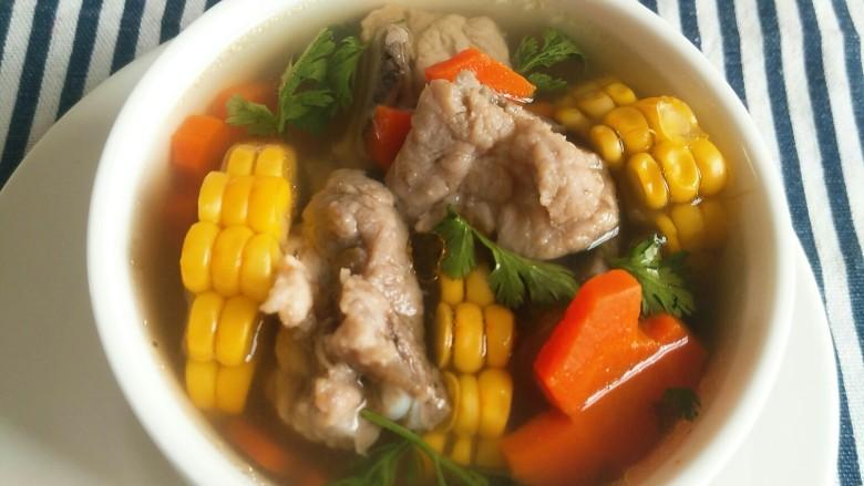 亲手为你做汤羹――营养美味的排骨玉米汤,开吃吧😊!