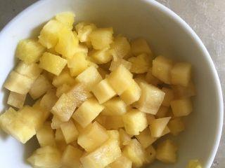 五彩炒饭+五彩菠萝炒饭,把菠萝切成丁