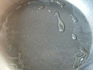 养颜营养早餐,鸡蛋出锅后倒少量油