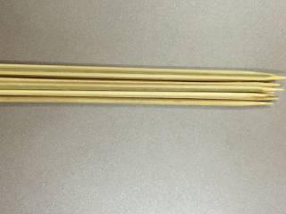 孜然肉串,竹签用盐水泡一泡,再冲干净即可