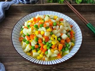 荸荠炒时蔬,清脆爽口,醇甘清香,鲜美可口,营养丰富的炒荸荠。