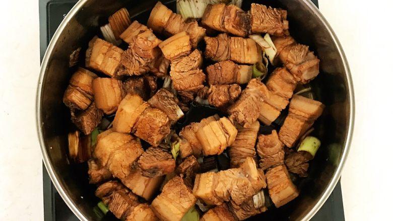家常卤肉饭,翻炒均匀