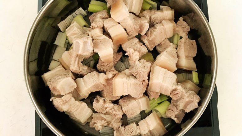 家常卤肉饭,加入五花肉