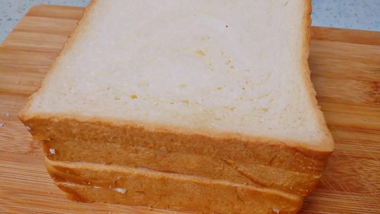 野餐三明治,盖上另外一组吐司片。