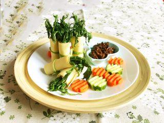 香椿系列之一  香椿豆卷蘸酱菜
