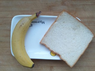 超简单的香蕉土司卷,准备食材。