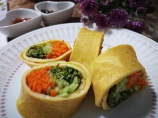 香椿蔬菜蛋皮卷,再来一张来吃吧😄