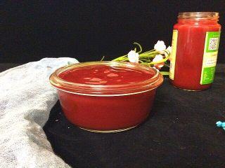 自制草莓酱,凉了装碗中或瓶子里,放冷藏吃一个月多月