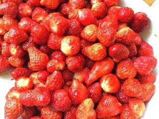 自制草莓酱,全部摘花
